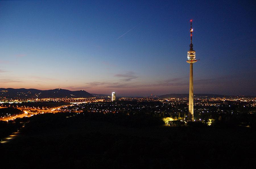 """Donauturm ( """"Dunajská veža"""")"""