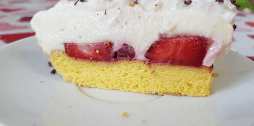 svieži jahodový koláč